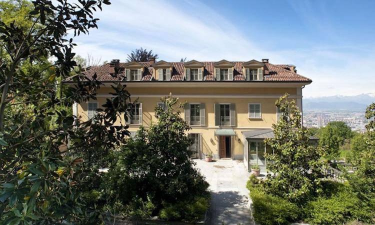 Cristiano ronaldo pronta la casa a torino la villa pi for Casa la villa