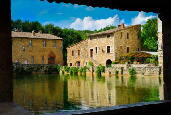 I borghi sull 39 acqua pi belli da visitare in estate in italia dove andare - Distanza da siena a bagno vignoni ...