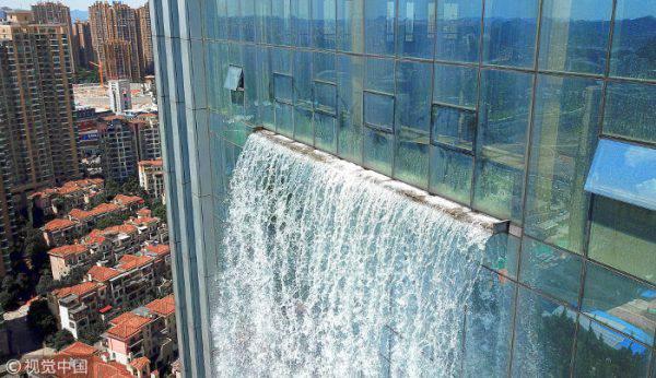 cascata dal grattacielo