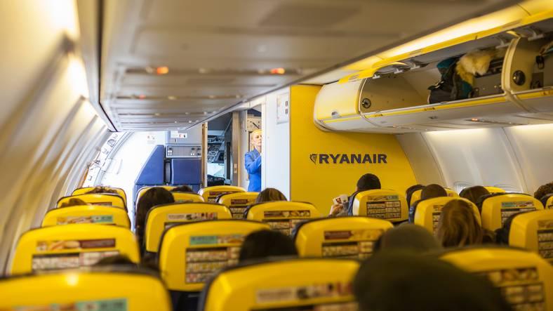 Ryanair cosa si pu portare nel bagaglio a mano regole e oggetti vietati - Cosa si puo cucinare nel microonde ...