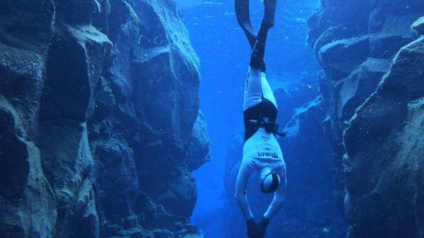 Cagliari: sub abusa di una turista 14enne durante un'immersione