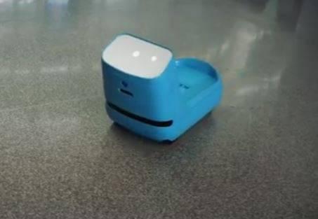 robot che porta il bagaglio