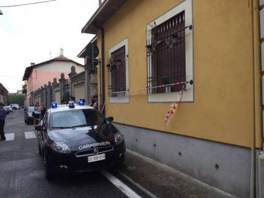 Busto Arsizio, marito uccide la moglie e si impicca: la figlia ritrova i corpi