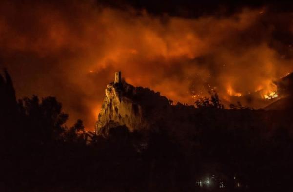 Incendio doloso devastante