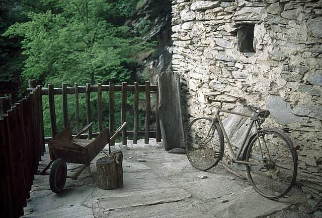 borgo nascosto nella roccia