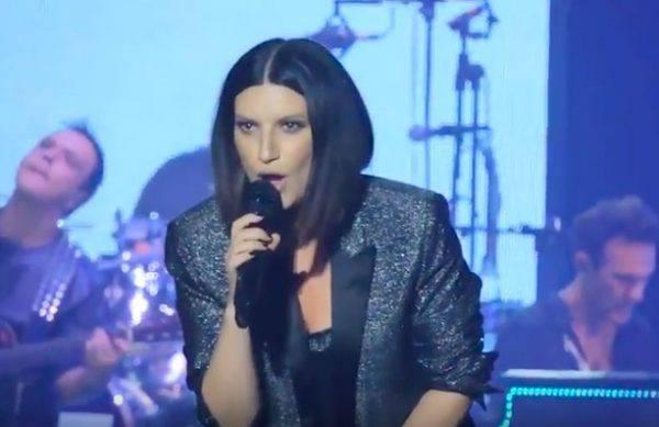 Selvaggia Lucarelli attacca Laura Pausini: 'L'insulto sessista da una donna...'