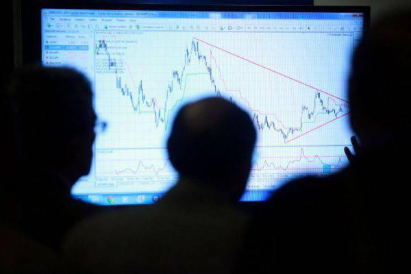 Borsa: Milano riduce perdita (-0,6%)