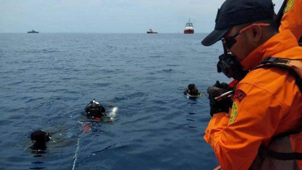 Aereo precipita in mare dopo il decollo