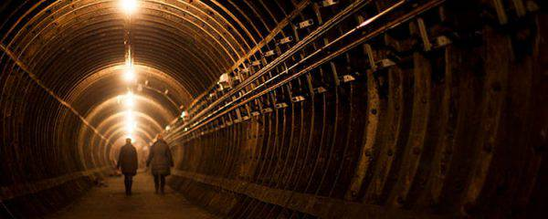 stazioni abbandonate metropolitana londra