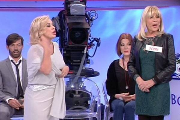 3e58075764ce Uomini e Donne: Gemma Galgani malore, la reazione di Tina Cipollari