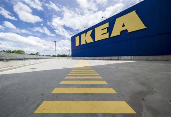 Errore alla cassa automatica di Ikea: padre e figlia finiscono in carcere
