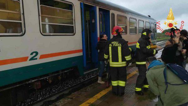 Tromba d'aria investe treno a crotone