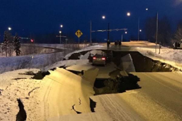 Terremoto in Alaska di 7.0, danni gravissimi alle strade: rientra l'allarme tsunami