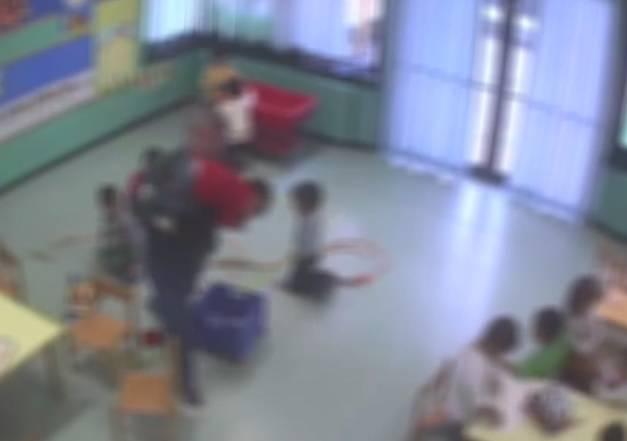 maestro asilo arrestato