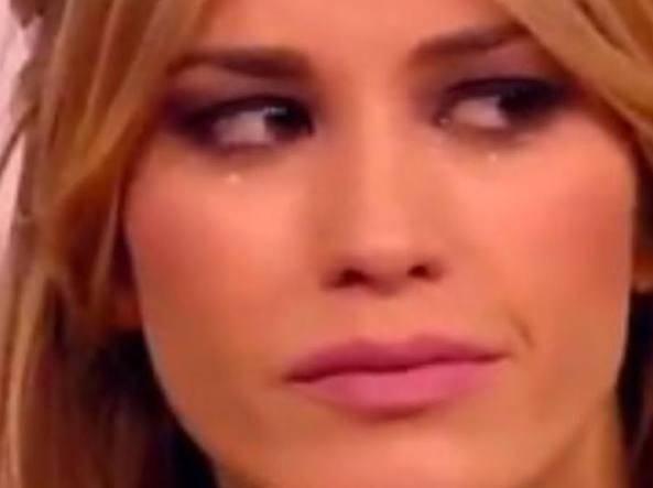 Elena Santarelli in lacrime