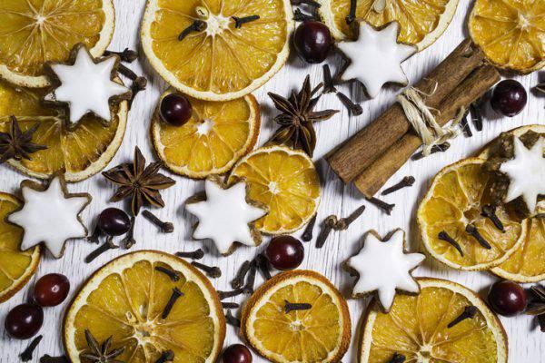 Arance Per Decorazioni Natalizie.Decorazioni Natale 2018 Fai Da Te Le Arance Essiccate Per L Albero