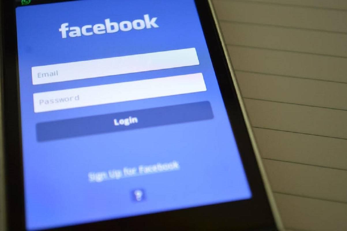 facebook utenti falsi rapporto