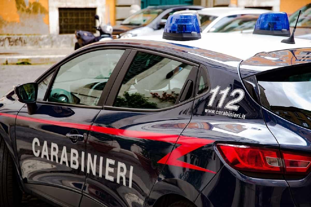 ragazza violentata carabinieri
