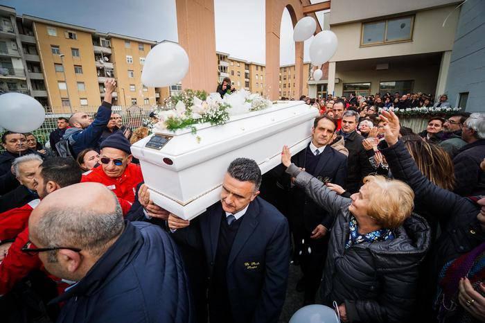 manifesto funebre è una vergogna