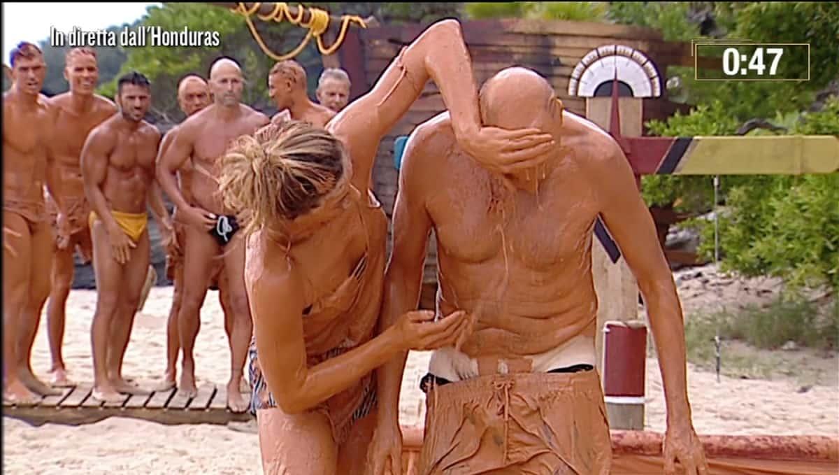 Paolo brosio nudo isola dei famosi