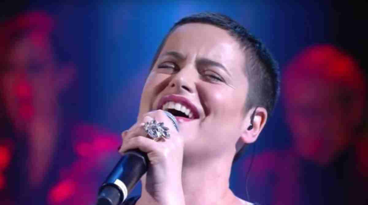 Ascolti Tv Auditel: De Filippi vince con Amoroso e Balotelli, Amadeus stabile