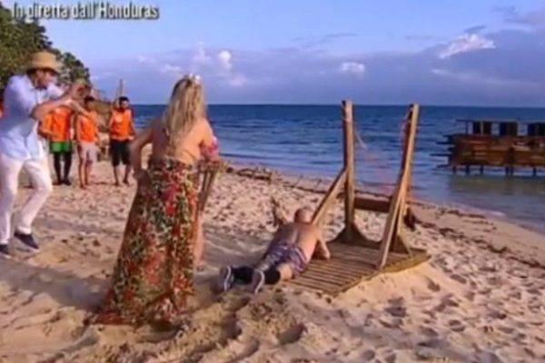 """Isola dei Famosi, paura per un """"incidente"""": ecco come sta il divino Otelma"""