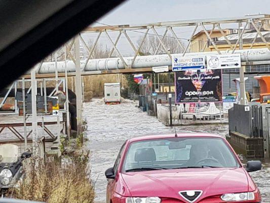 """Maltempo, esonda il fiume Sarno: """"Famiglie bloccate"""""""