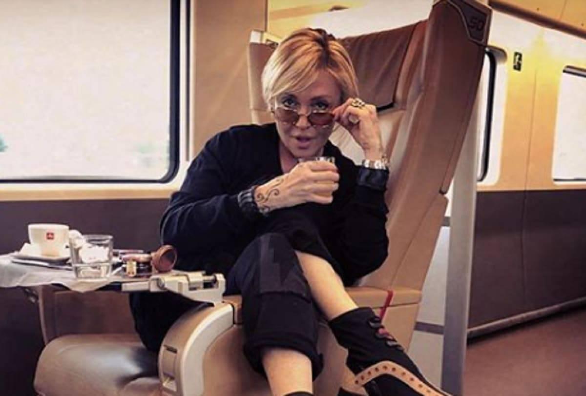 Paola Barale, chi è: età, carriera e vita privata della showgirl sosia di ...