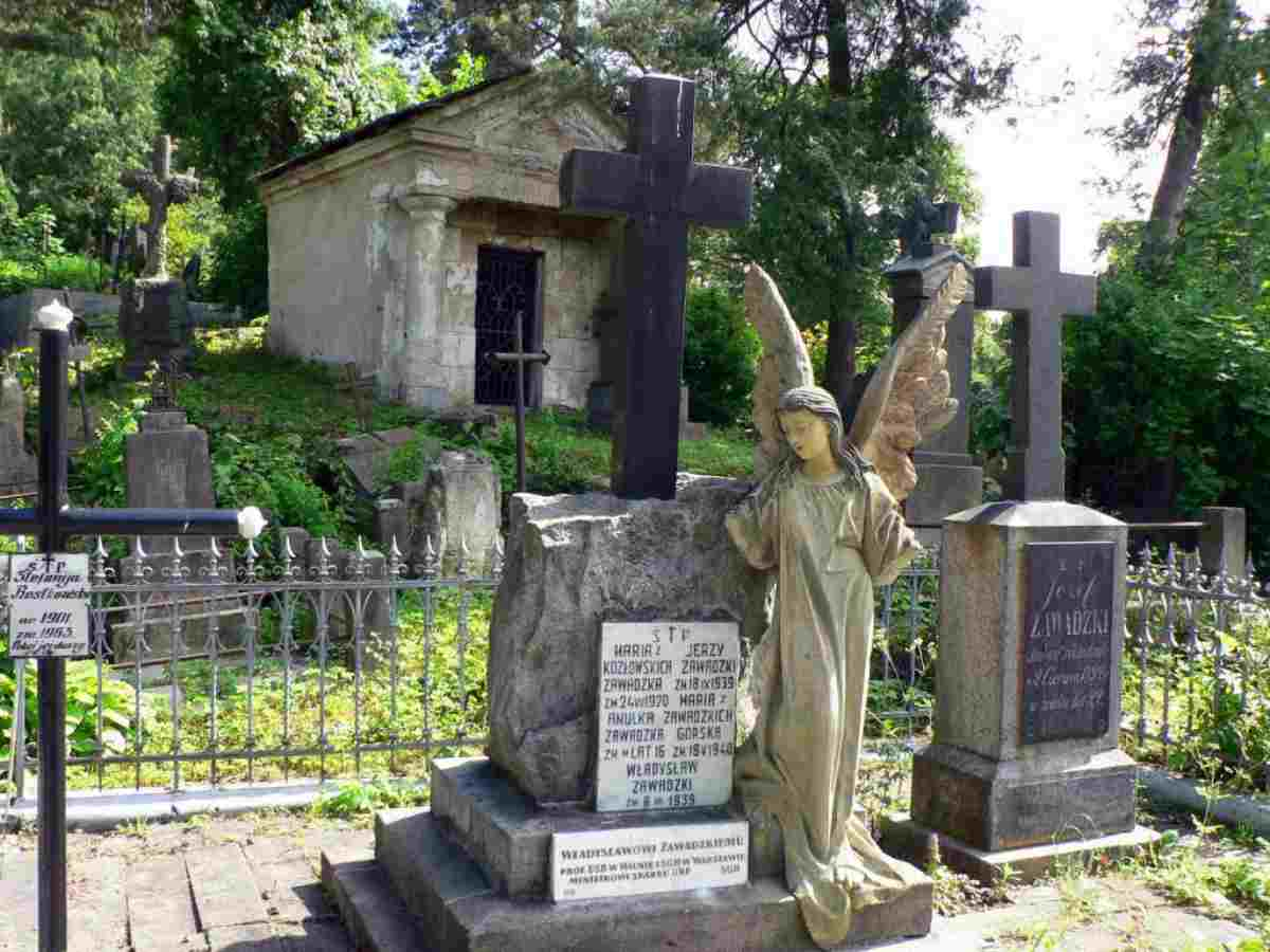 cimitero simboli croci coperti