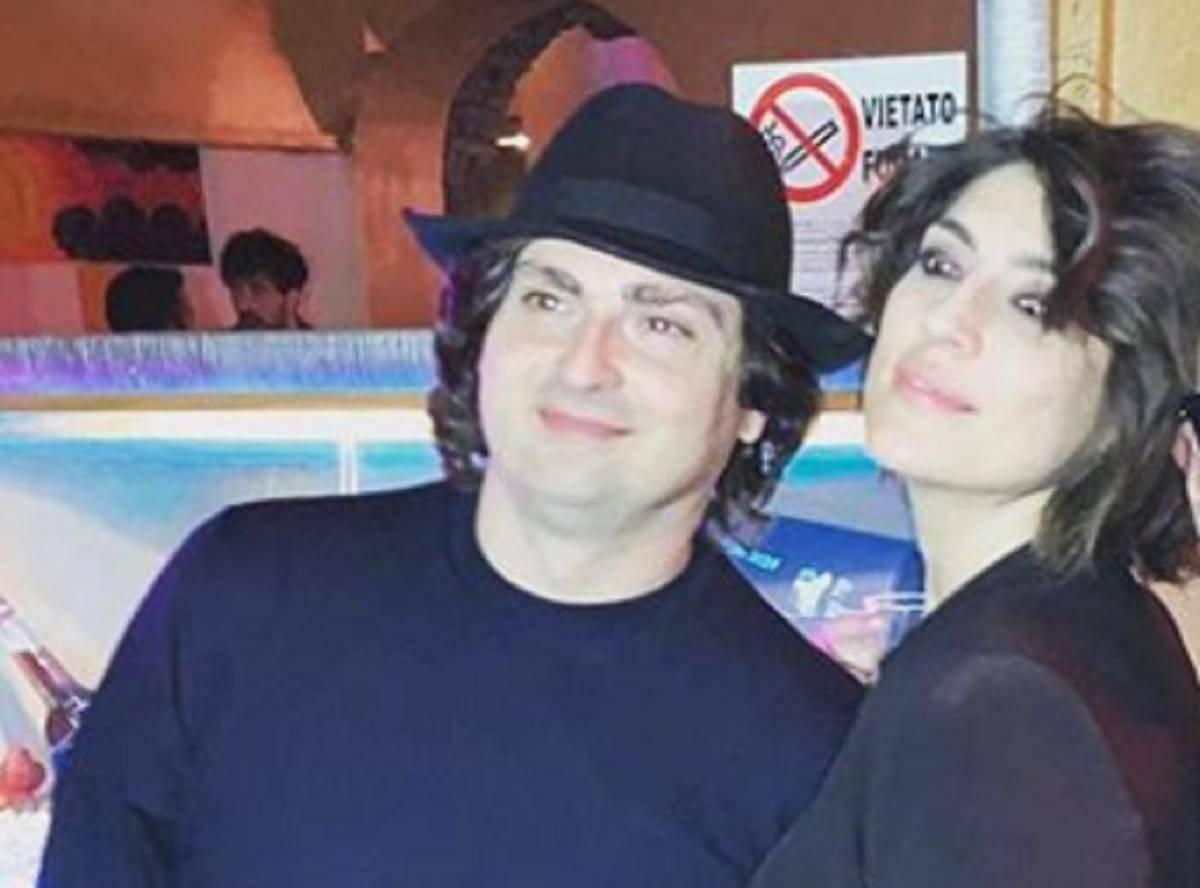 """""""Lascialo, è troppo brutto"""": Elisa Isoardi difende il suo nuovo fidanzato, che risposta sui social"""