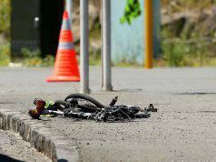 ciclista muore dopo l'impatto con un'auto