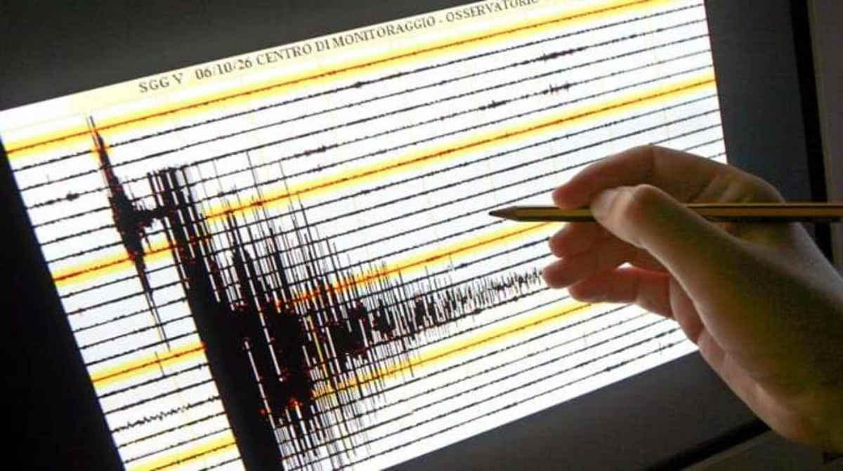 Filippine, il terremoto fa oscillare i grattacieli di Manila
