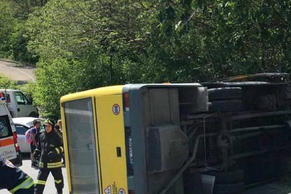 incidente scuolabus