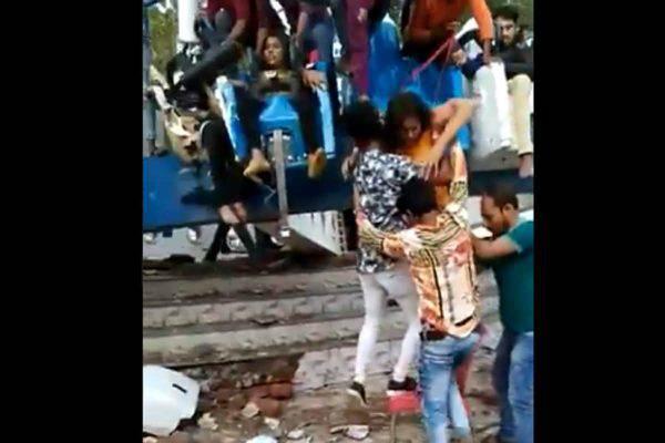 Tragedia al parco giochi, la giostra si spezza: morti e feriti