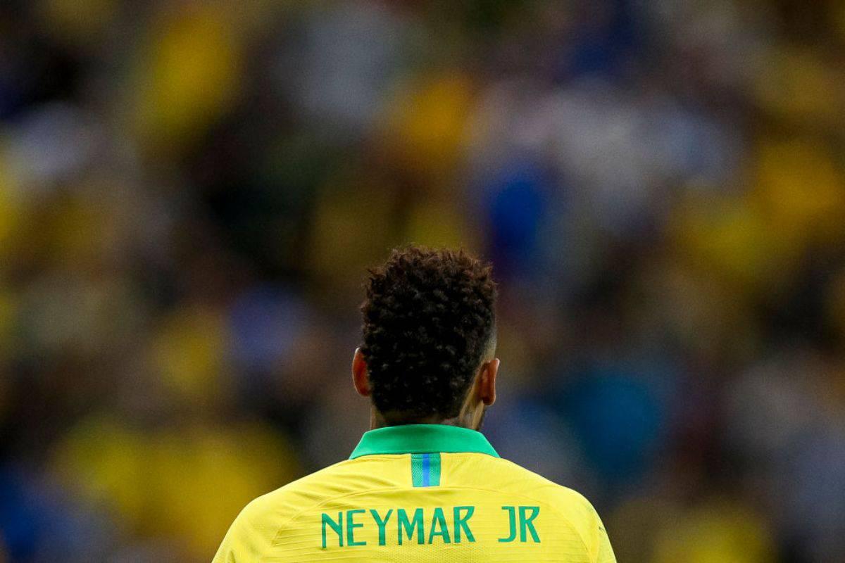 Neymar vuole lasciare Parigi e si offre alla Juve