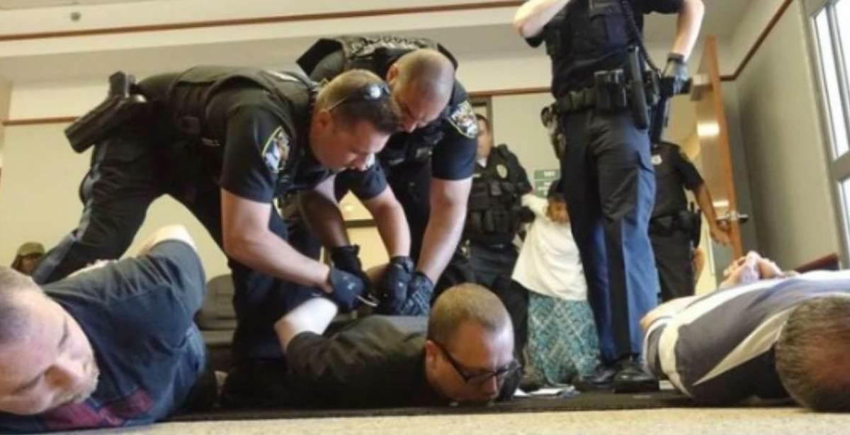 aborto preti arrestati