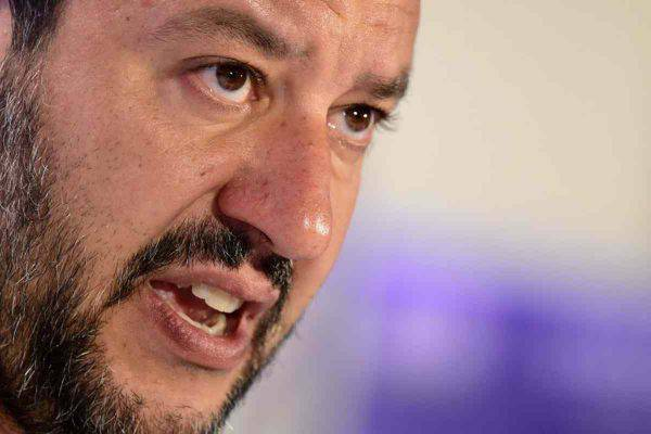 Salvini scende in piazza