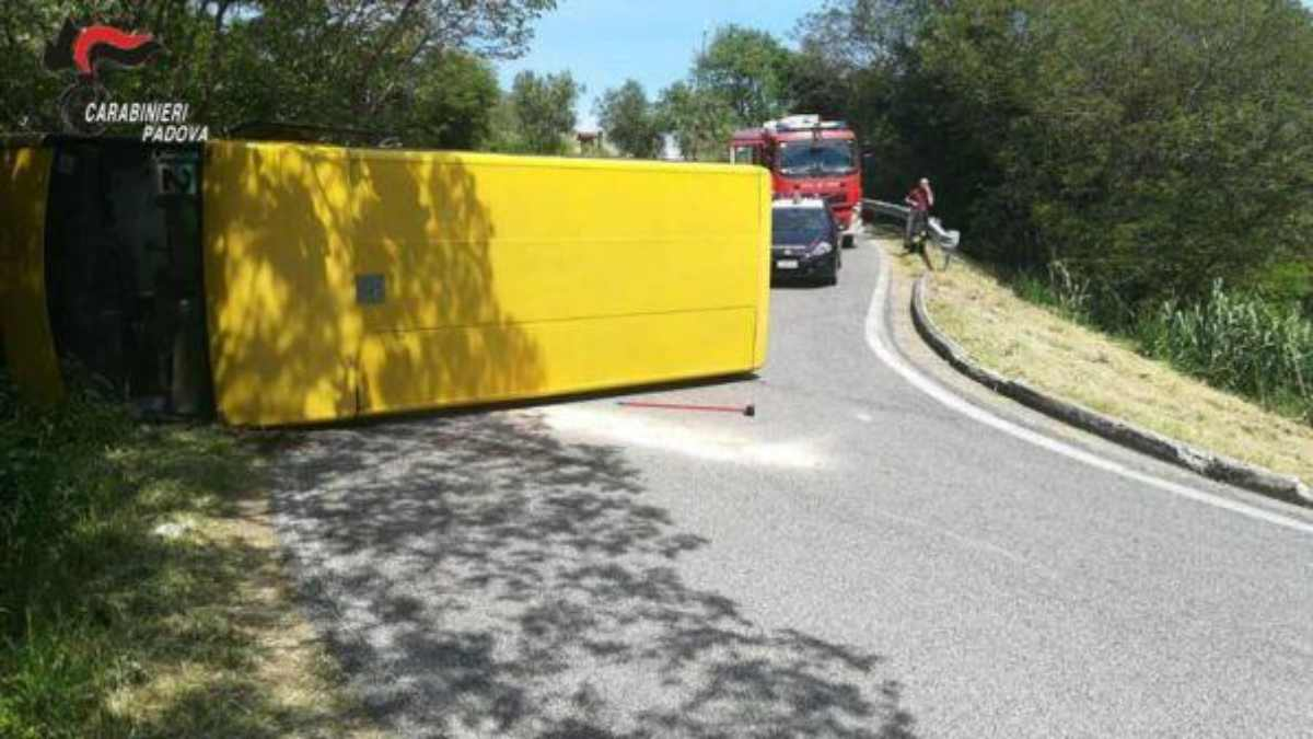 incidente autobus autista ubriaco