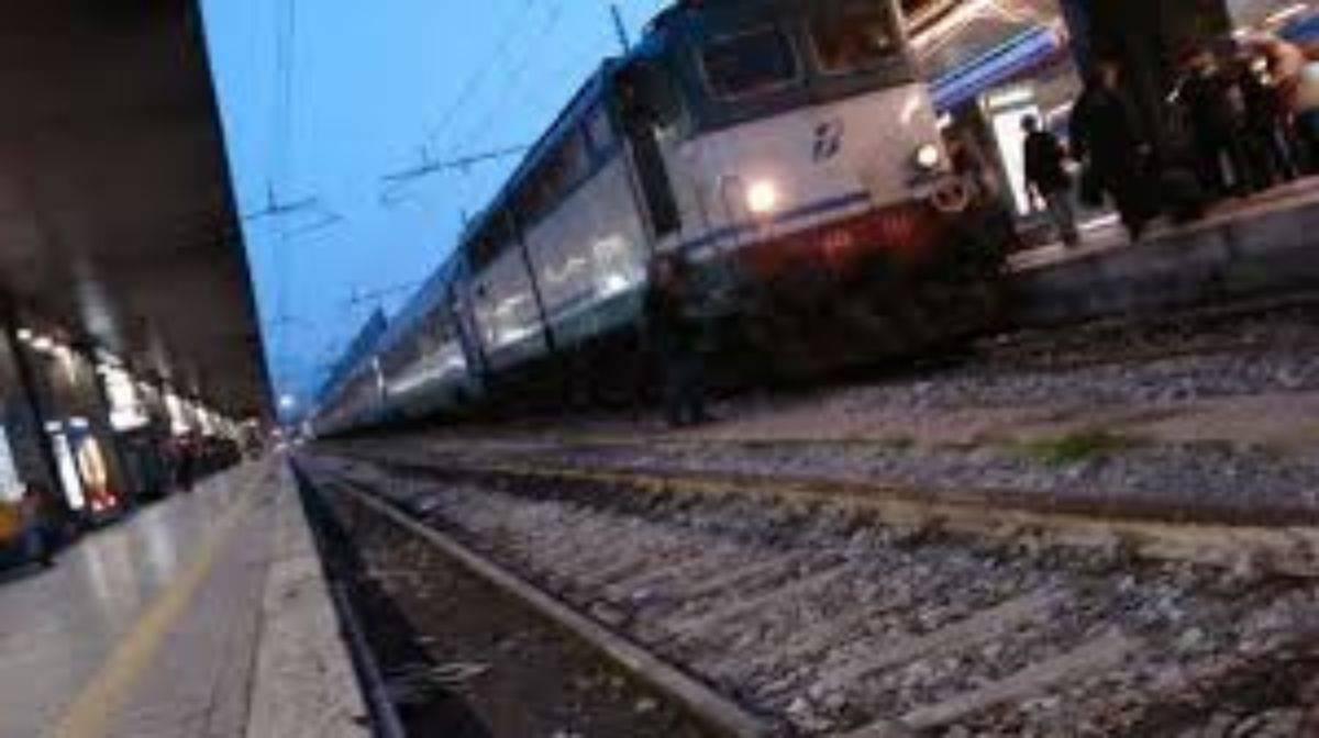 Tragedia a Mestre: ragazzo di 19 anni si suicida buttandosi sotto un treno