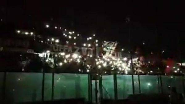 Taranto, cori allo stadio per Nadia Toffa: