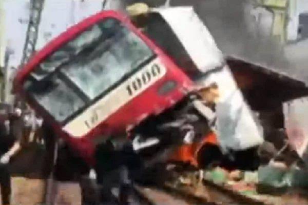 camion contro treno
