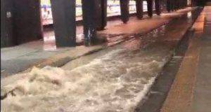 Maltempo Napoli, stazioni allagate