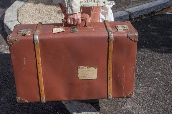 neonato morto valigia