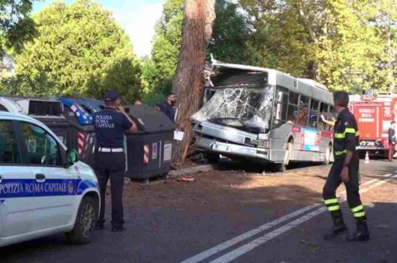 autobus incidente roma