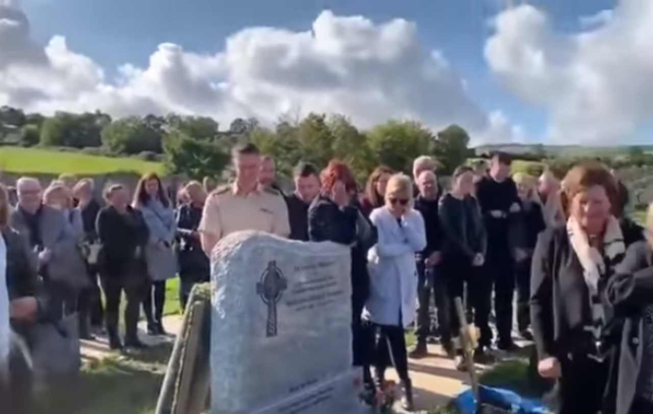 """Morto si risveglia: """"Fatemi uscire dalla bara"""", ma è solo il suo ultimo scherzo – VIDEO"""