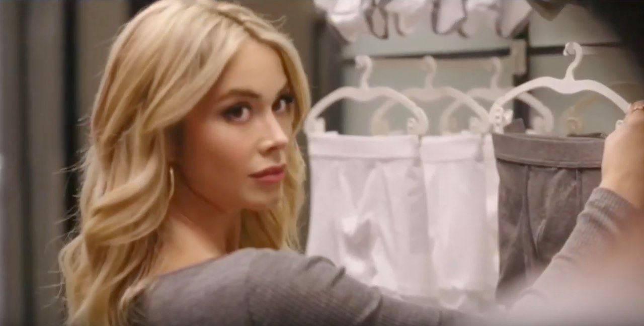 Diletta Leotta sceglie le sue mutande mentre lui spunta dal camerino | VIDEO - ViaggiNews.com