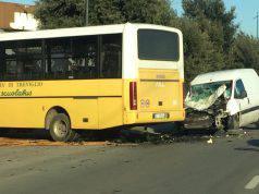 Bergamo, scontro tra furgone e scuolabus a Treviglio: 4 feri