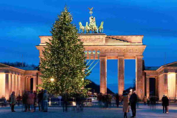 Alberi Di Natale Belli.I 5 Alberi Di Natale Piu Belli Del Mondo Da Vedere Almeno