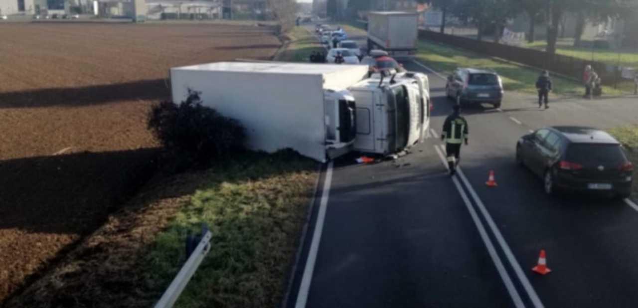 Incidente camion panettoni