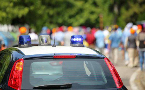 Polizia spara ai rapinatori